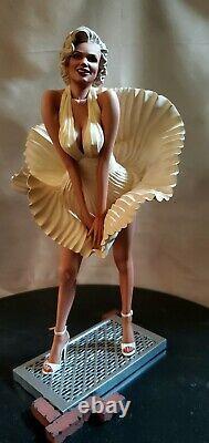 MARILYN MONROE 16 scale statue Custom ONE OF A KIND RARE + Sideshow Book