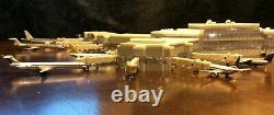 Model Airport Terminal 1400 Scale Includes Lights & Jetways one of a kind