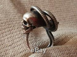 RARE ONE OF A KIND AMAZING VINTAGE ANTIQUE snak MEMENTO MORI skull SILVER RING