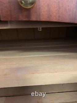 Cabinet Humidor. L'un D'un Genre. Fabrication À La Main