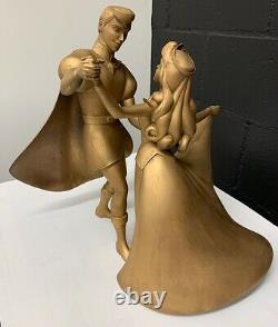 Disney Phillip Et Aurora Dancing Statue-one D'un Accessoire Aimable De La Convention