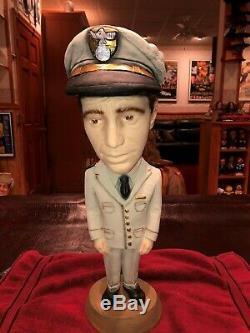 Esco Comme Humphrey Bogart Dans Statue Uniforme. Unique En Son Genre. Agréable