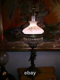 Grand Et Un D'un Type Antique Victorien Lampe À Huile De Chérubin Avec Statue De Bronze