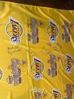 Kobe Bryant Lakers 2010 Championnat Bannière Dans Le Vestiaire __gvirt_np_nn_nnps<__ Un D'une Sorte