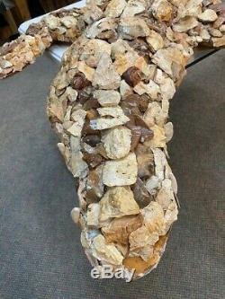 L'un D'un Art Aimable Artefact Alligator