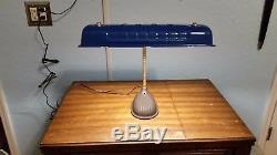 Lampe De Bureau Avec Couvercle Et Valve Ford Vintage Vintage Avec Lumière Led! Unique En Son Genre