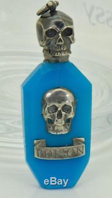 One Of A Genne Antique Bouteille De Poison En Verre Argenté Et Bleu Argenté Avec Tête De Mort