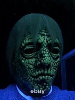 One Of A Kind Glow Zombie Masque Pas Don Message