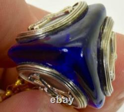 One Of A Kind Victorian Cobalt Blue Poison Triangle Bouteille. Chapeau De Crâne Plaqué Or
