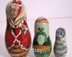 Peintes À La Main Une D'une Poupée Russe Nesting Kind Alice Dans Wonderlandby Ilyukova