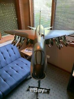 Présentoir A-7d Corsair II En Vought, Modèle Au 1/10 Ème Rare / Unique En Son Genre