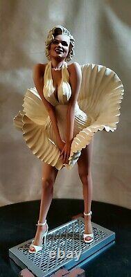 Statue Marilyn Monroe 16 Échelles Personnalisé Une D'un Kind Rare + Livre De Show Latéral