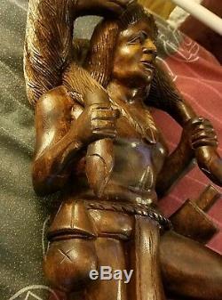 Tenue Noyer Américain Noir Indigène Cerf Sculpture Sculpture Sur Bois (une D'un Genre)
