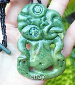 Un De Nz Greenstone Pounamu Fleur De Néphrite Jade Paua Yeux Maori Hei Tiki