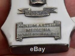 Un Seul Type Important Antique Bouteille De Crane En Verre Opale Victorien Crâne