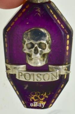 Une Bouteille De Poison Crâne C1850 En Cristal Violet Victorien. Casquette D'argent