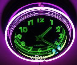 Une Horloge 22 Néons De Curtis, Multicolore, Unique En Son Genre