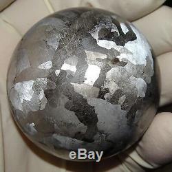 Une Immense Boule De 54 MM De Sphère En Météorite Gravée De Campo Del Cielo
