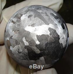 Une Sphère Géante Gravée À L'eau-forte Campo Del Cielo De 47 MM
